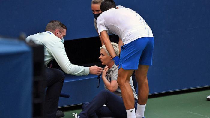 Djokivic seeing injured official